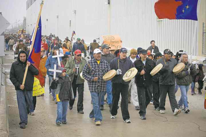 John Woods / the canadian press files About 400 members of the Pimicikamak Cree Nation march on the Manitoba Hydro Jenpeg power dam in Cross Lake in 2007, protesting against 30 years of unfulfilled commitments by the Manitoba government and Manitoba Hydro.